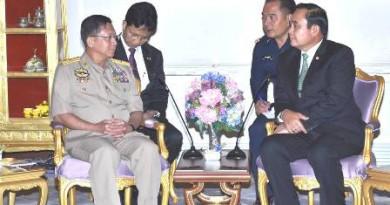 တပ္မေတာ္ကာကြယ္ေရးဦးစီးခ်ဳပ္ ဗိုလ္ခ်ဳပ္မွဴးႀကီး မင္းေအာင္လိႈင္ ထိုင္းႏိုင္ငံ၀န္ႀကီးခ်ဳပ္ General Prayuth Chan-o-Cha အား ဂါရ၀ျပဳေတြ႔ဆံု