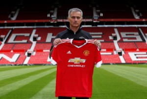 Britain Football Soccer - Manchester United - Jose Mourinho Press Conference - Old Trafford - 5/7/16 New Manchester United manager Jose Mourinho poses ahead of the press conference REUTERS/Andrew Yates