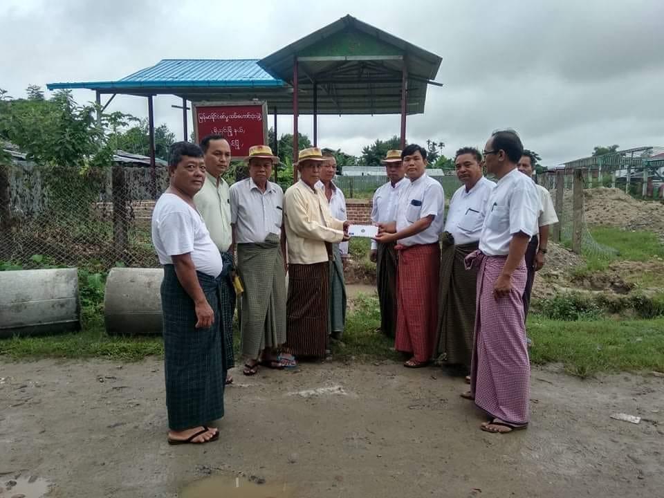 ဟိုပင်စစ်မှုထမ်းဟောင်းရုံး ဆောက်လုပ်ရန်အတွက် ဟိုပင်ပြည်ခိုင်ဖြိုးပါတီမှ အလှူငွေ တစ်သိန်းကျပ် လှူဒါန်း