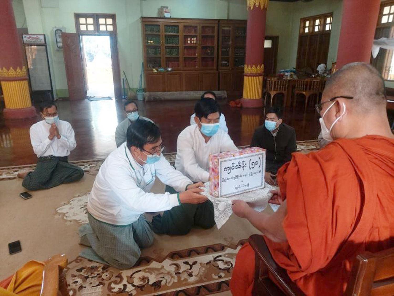 ပြည်ထောင်စုကြံ့ခိုင်ရေးနှင့်ဖွံ့ဖြိုးရေးပါတီမှ မစိုးရိမ်တိုက်သစ်ကျောင်းတိုက် သံဃာတော်များ ဆွမ်းဆေးဝေယျာဝစ္စ အတွက် အလှူတော်ငွေ ကျပ်သိန်း ၅ဝ လှူဒါန်း